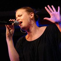 "Expressiv: Tina Skolik von ""FROM DA SOUL Acoustic-Lounge"""