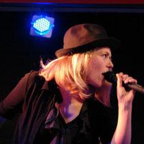 """Jessica Brenk liebt die Bühne: Hier mit der Band """"Hertzblut"""
