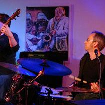 Gernot Kögel - Bass, Klaus Doldinger - Saxophon, Ralf Leis - Schlagzeug