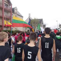 Défilé des joueurs avant la compétition à l'Euro Pacé Basket