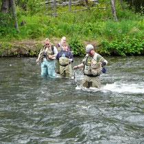 erfolgreiche Fischer-Familie mit John Deer auf der Brust.