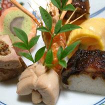 前菜一例 小豆南京 平目錦糸巻 鰻寿司 夏鴨ロース 等