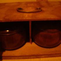 こちらの碁笥箱も昭和20年から使っているもの。いろいろ壊れてますが、まだ使えます。