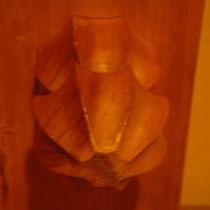 碁盤の脚の作り、一般的な脚ですが、好きなんです、こういう細工が。
