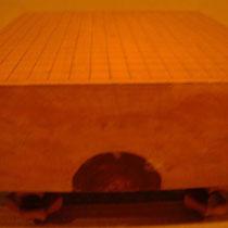 碁盤にも柾目、板目、木表、とありますが、家にあるものは安いものです断言します。