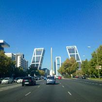 El Paseo de la Castellana, Hauptstrasse Madrids, zu sehen sind u.a. die Kiu-Türme