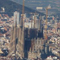 Blick auf die La Sagrada Familia (im Jahr 2026 soll der Bau fertig sein)