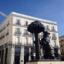 Der Bär am Erdbeerbaum, Madrids Wappen als Statue