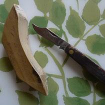 Traditionelles Handwerkszeug Wetzstein und Okuliermesser, Foto: Beatrix van Ooyen