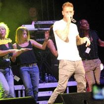 M Pokora et tous les artistes sur la scène du Foot-Concert de Lyon, le 13/10/2012 © Anik COUBLE