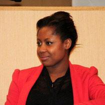 """Elé ASU, journaliste de """"La Matinale"""" de Canal + /  Photo © Anik COUBLE"""