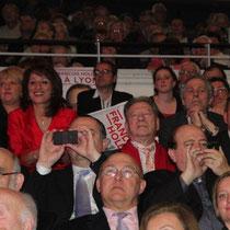 La tribune des soutiens de François Hollande et de son équipe de campagne / Photo : Anik Couble
