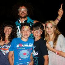 Baptiste et Alan, et Léa et sa copine en compagnie de  Redfoo,  à  Ibiza en Juillet 2012  © Anik COUBLE