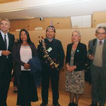 José Gualinga, représentant  la communauté quechua Sarayaku en Equateur et  sa soeur, entourés de Jean-Jack Queyranne et Véronique Moreira - Lyon - 0ctobre 2011  © Anik COUBLE