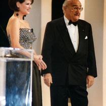 Henri Verneuil, et Claudia Cardinal,  lors de la remise de son Cesar d'Honneur - Paris 1996 - Photo © Anik COUBLE