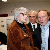 Claudine Nougaret,  l'épouse de Raymond Depardon au premier plan et Raymond Depardon en séance de dédicace - Lyon - Novembre 2012 © Anik COUBLE