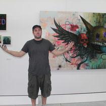 Jeff Soto (USA), devant ses toiles  - Lyon - Septembre 2011 © Anik COUBLE