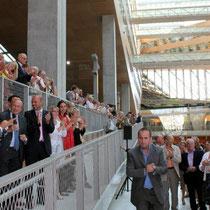Clôture des discours dans une ambiance joyeuse  / Photo : Anik Couble