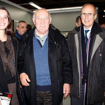 Raymond Depardon, entouré de Cindy Mollaret et de son grand-père, Jean-Noël Ressicaud, adjoint à la mairie de Lyon 2e - Novembre 2012 © Anik COUBLE
