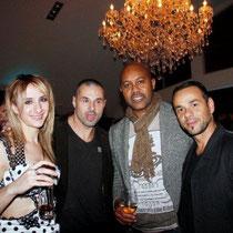 """Cisko, entouré de Vanessa, Anthony et Ludovic, lors de la soirée d'inauguration du restaurant """"Les Salins"""",  à Lyon Confluence © Anik COUBLE"""