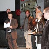 Ouverture du festival par Gilles BERNARD (président de CCA) entouré de Bernard DESCOMBES (maire de Sain-Bel), François BARADUC (conseiller général), Jean-Philippe SICAUD (URFOL), Serge RIVRON et Jérémy FRENETTE (coordinateurs du festival)