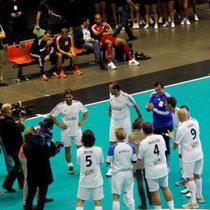 L'équipe des Blancs remporte le trophée du Foot-Concert de Lyon, le 13/10/2012 © Anik COUBLE