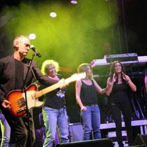 Michaël Jones, M Pokora et tous les artistes sur la scène du Foot-Concert de Lyon, le 13/10/2012 © Anik COUBLE