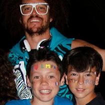 Baptiste et Alan, en compagnie de  Redfoo,  à  Ibiza en Juillet 2012  © Anik COUBLE
