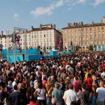 Place Bellecour, clôture du défilé - Biennale de la Danse 2012 - Lyon / Photo : Anik Couble