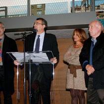 Jean-Jack Queyranne, entouré de Thierry Grillet (Bibliothèque Nationale de France),  Farida Boudaoud et  Raymond  Depardon  - Lyon - Novembre 2012 © Anik COUBLE
