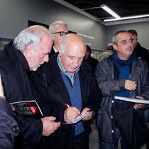 Séance d'autographe pour Raymond Depardon  - Lyon - Novembre 2012 © Anik COUBLE
