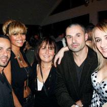 """Anik Couble, entouré de Ludovic et Vanessa, et d'Anthony et une amie, lors de la soirée d'inauguration du restaurant """"Les Salins"""", à Lyon Confluence © Anik COUBLE"""