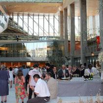 Le buffet installé dans l'Atrium / Photo : Anik Couble