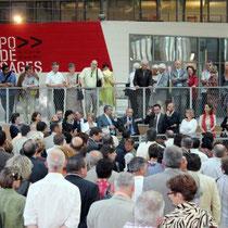 Les invités écoutant  les discours des élus  / Photo : Anik Couble