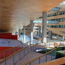 Les différents accès interieurs, du siège la Région Rhône-Alpes © Anik COUBLE