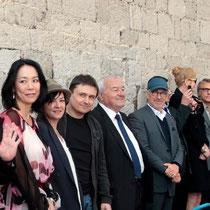 Au centre, Bernard Brochand, Maire de Cannes, et Steven Spielberg, Président du Jury, entourés des jurés au grand complet - Festival de Cannes 2013 © Anik COUBLE