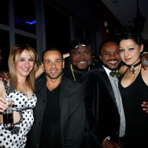 """Anthony et Vanessa et leurs amis, lors de la soirée d'inauguration du restaurant """"Les Salins"""",  à Lyon Confluence © Anik COUBLE"""