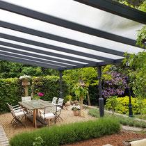 zonwering, terrasoverkapping, veranda, geel, okergeel, soliszon, solis zonwering, zonwering doek, zonnescherm, schaduw, zon