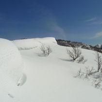雪庇も発達しています