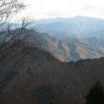 百里ケ岳山頂から遠くに比良山系、武奈ケ岳。
