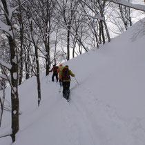 北東尾根を丁子山に向け登り返し