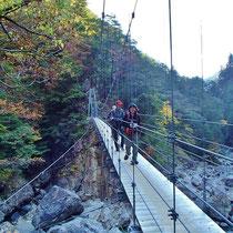 吊橋のおかげで、渡渉は楽勝