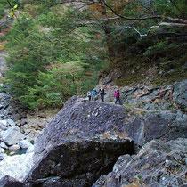 「堂倉滝」からは、宮川沿いのトラバース道が続きます