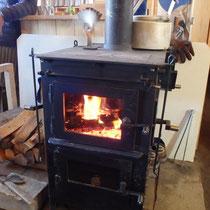 冷えた体に暖炉が嬉しい@五の池小屋
