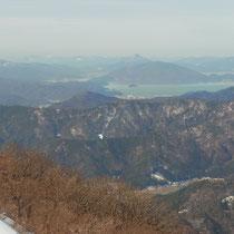 遠くに青葉山の三角が、はっきり見えます。