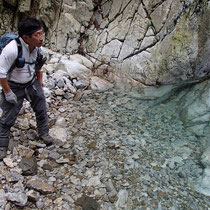 再び丹生川の清らな水の沢に降りてきました