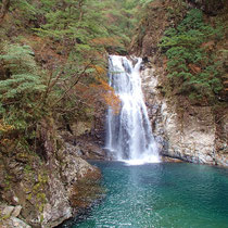 「堂倉滝」を見ながら少し休憩