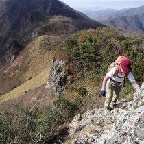 岩場を登り