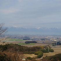 西に開けた所からは、琵琶湖越しに