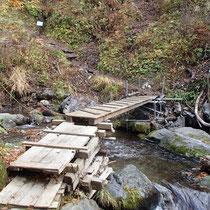 11月17日に撤去されるという木の橋